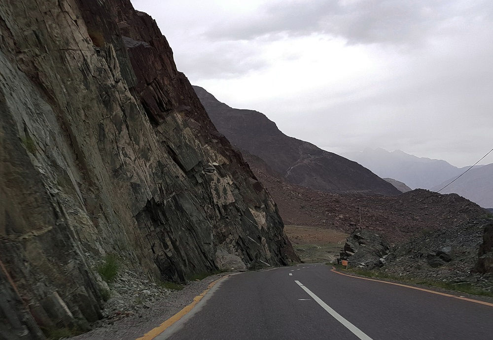 Cliffs along KKH