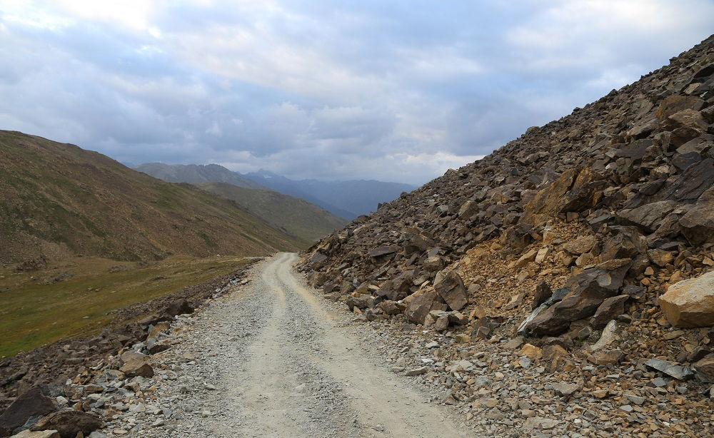 Road just before Deosai