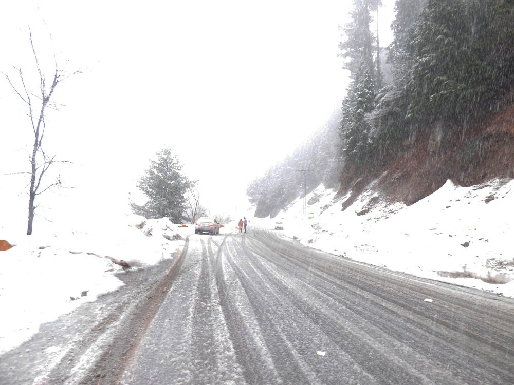 Heavy Snowfall in Nathia Gali