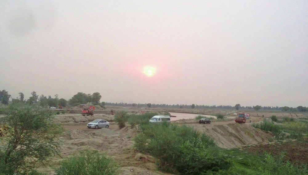 Road to Bakhar near Head Tareemo in Jhang