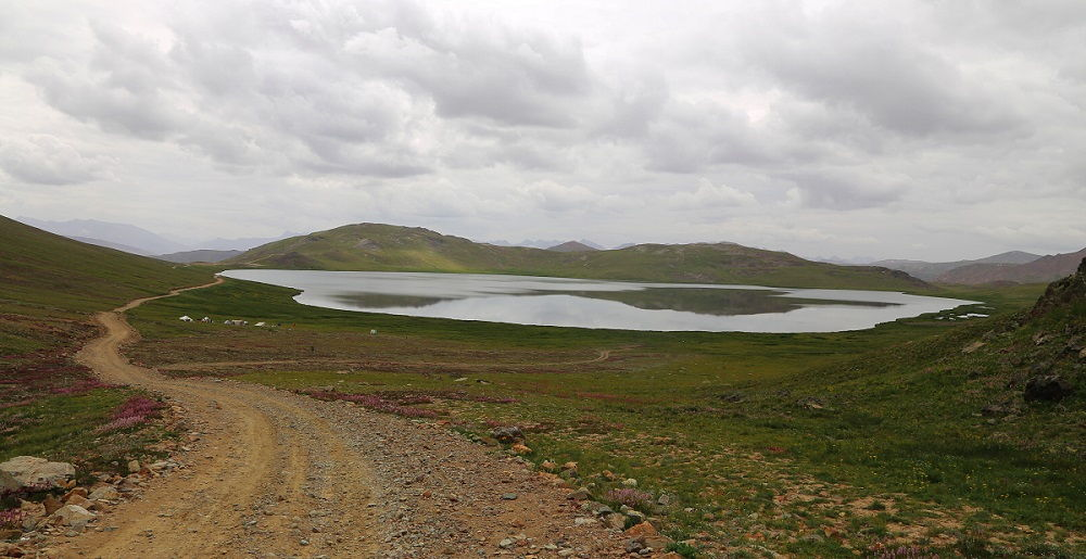 Trek to Sheosar Lake