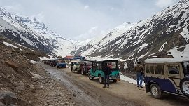 Jeep stand before Saif-ul-Maluk lake